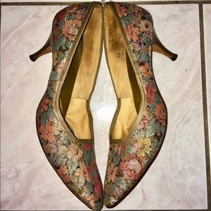 Vintage leather & floral tapestry 50s pumps